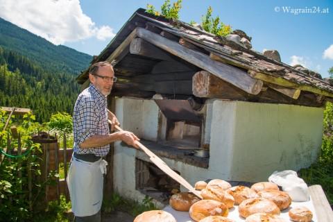Foto Brotbacken Bauernhofmuseum Edelweiß Alm Wagrain