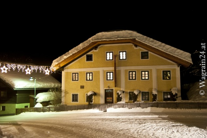 Foto - Waggerl-Museum bei Nacht im Winter